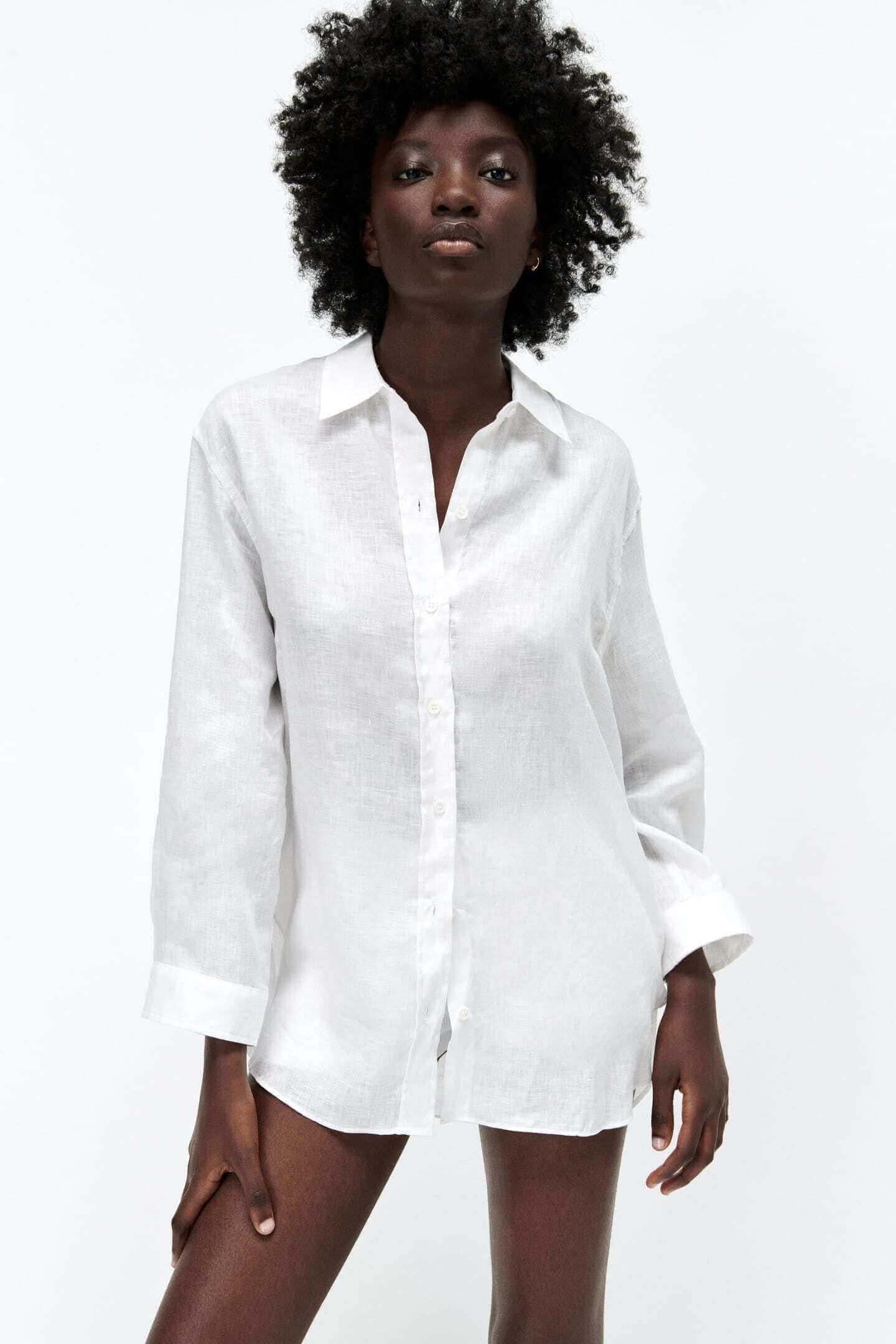 modelo vestida com camisa branca da zara